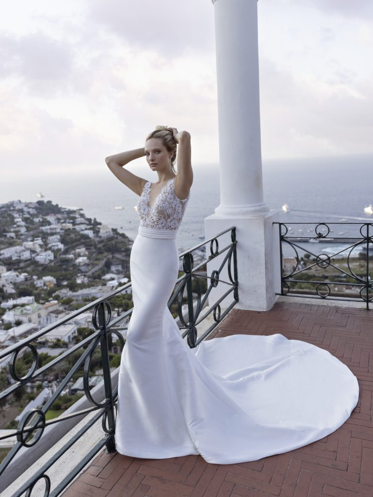 In questa foto un bridal dress a sirena