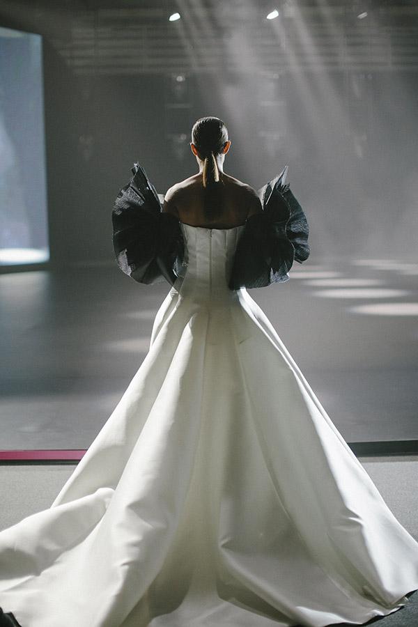 Uno degli abiti da sposa presentati all'ultima edizione della Barcelona Bridal Fashion Week