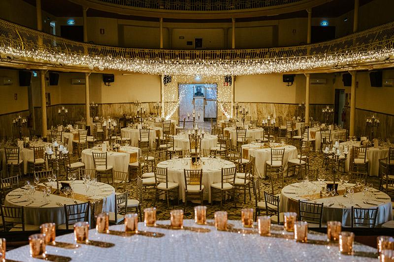 In questa foto l'allestimento del ricevimento nelle nozze in teatro di Francesca Pittau