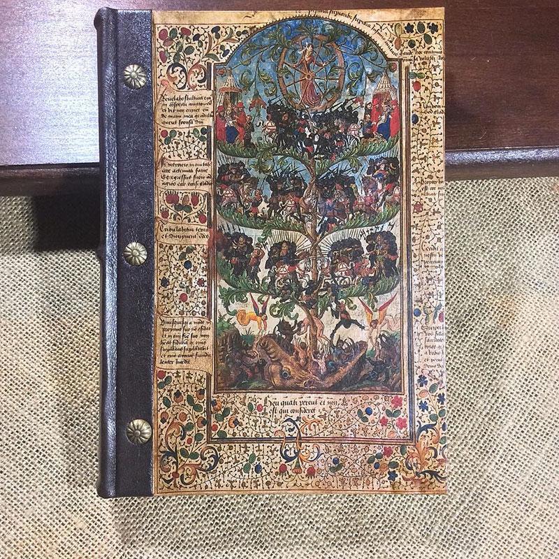 In questa foto un libro di TIscriviAMO
