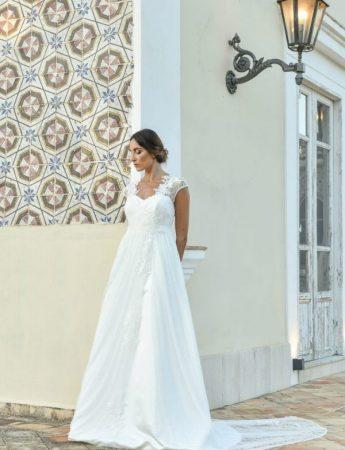 In questa foto un abito da sposa Palermo ad A di Benedetta Laboratorio Moda