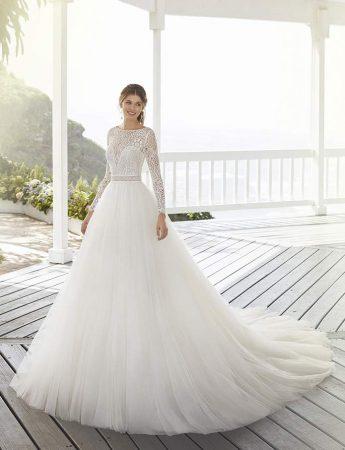 In questa foto un abito da sposa Palermo ampio e in tulle Magazzini D'Amico