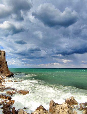 In questa foto il fantastico panorama dalla terrazza di Castello di Solanto