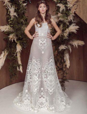 In questa foto un abito da sposa ad A traparente con ricami a forma di rombo