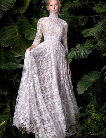 In questa foto un abito da sposa Palermo di Andrea Sedici nell'Atelier Majorca