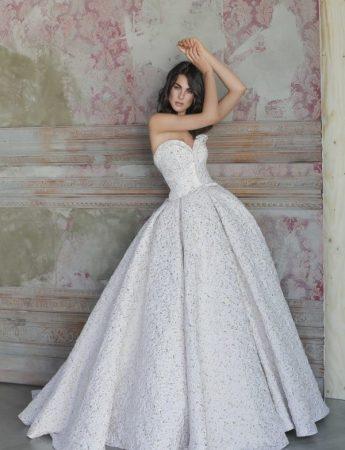 In questa foto un abito da sposa Palermo Antonio Riva di Hermosa Le Spose