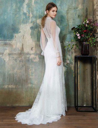 In questa foto un abito da sposa Palermo con maniche trasparenti Blumarine di Sara Di Miceli