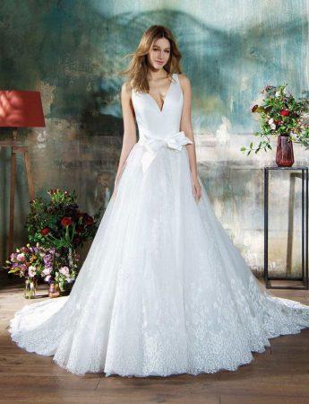 In questa foto un abito da sposa con fiocco in vita Blumarine di Sara Di Miceli