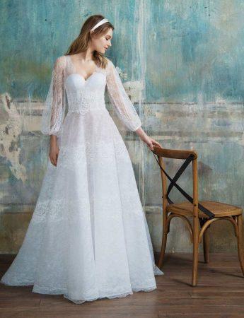In questa foto un abito da sposa boho chic Blumarine di Sara Di Miceli