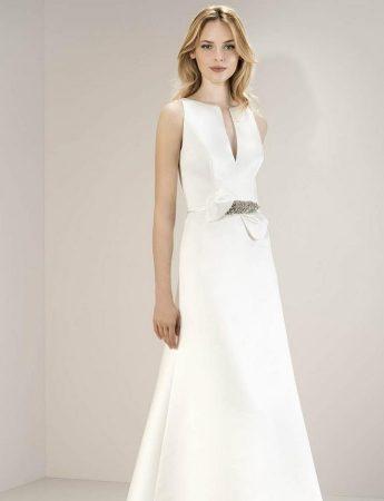 In questa foto un abito da sposa scivolato Laros a Palermo