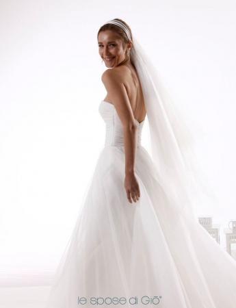 In questa foto un abito da sposa ampio in tulle Le Spose di Giò da Hermosa Le Spose