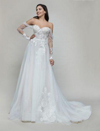 In questa foto un abito da sposa Palermo scivolato Maison Signore di le gi di Valentino