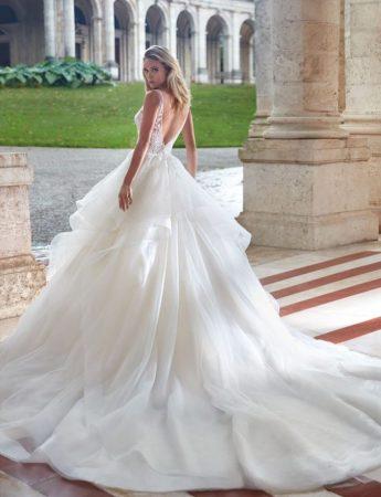 In questa foto un abito da sposa Palermo principessa Nicole da Le gi di Valentino