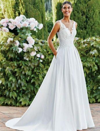 In questa foto un abito da sposa con corpetto illusion Milano Boutique Terrasini