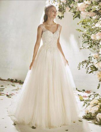 In questa foto un abito da sposa in tulle Milano Boutique Terrasini