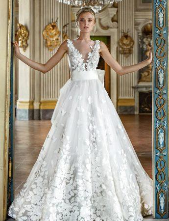In questa foto un abito da sposa Palermo con ramage floreali di Stefano Blandaleone da Giodana Spose