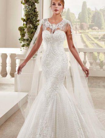 In questa foto un abito da sposa semisirena Trinity Sposi Palermo