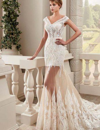 In questa foto un abito da sposa con gonna trasparente Trinity Sposi Palermo
