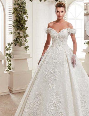 In questa foto un abito da sposa ampio e con scollo a barchetta Trinity Sposi Palermo