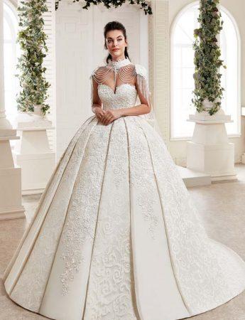 In questa foto un abito da sposa principessa con corpetto sparkling Trinity Sposi Palermo