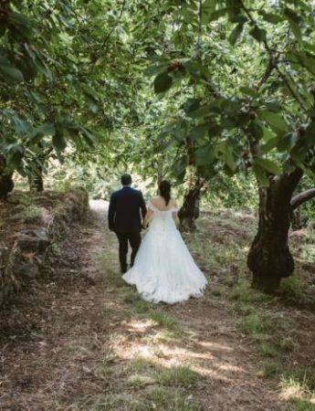 Una coppia di sposi nel bosco di Case Perrotta