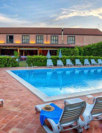 La piscina di Corte Aragonese