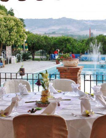 L'elegante zona piscina di Villa dei Margi
