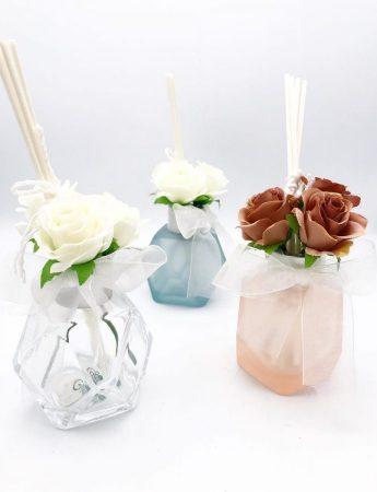 In questa foto un elegante esempio di diffusore di fragranza che è possibile trovare da Luxury di Ersilia Famà, negozio bomboniere Catania