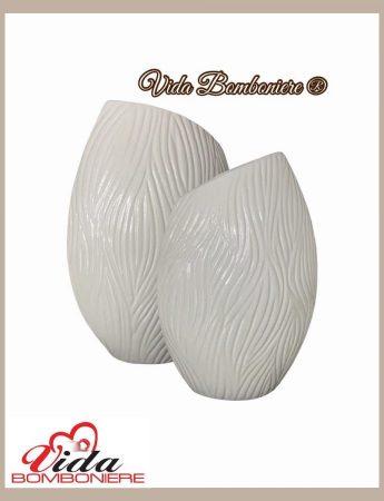In questa foto un vaso dai toni del bianco disponibile da Vida Bomboniere