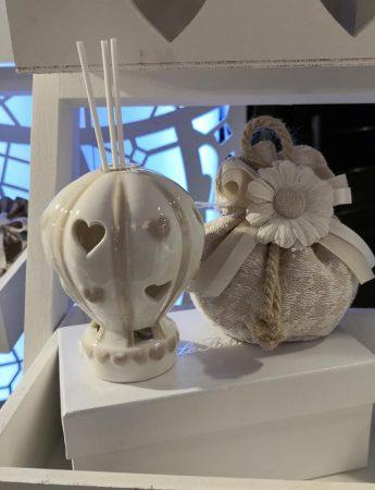 In questa foto una romantica bomboniera che è possibile trovare alla c Confetteria Bon Bon