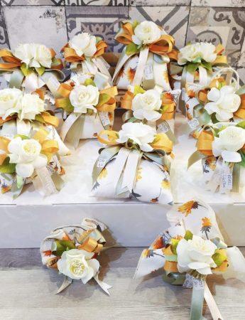 Uno stile tutto siciliano caratterizza queste bomboniere firmate dall'Artigiana Crisafi