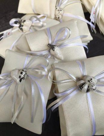 Total white per queste eleganti confezioni di confetti firmate da Rita Mineo