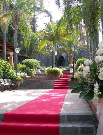 In questa foto il regale ingresso con tanto di tappeto rosso del Castello Astoria Park