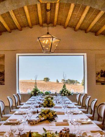In questa foto un ricevimento di nozze con vista sulle campagne catanesi al castello Camemi