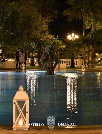 In questo scatto l'elegante piscina di Castello delle Aci
