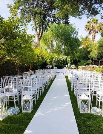 In questa immagine una cerimonia organizzata sul giardino di Lunario, dimora storica per matrimoni a Catania