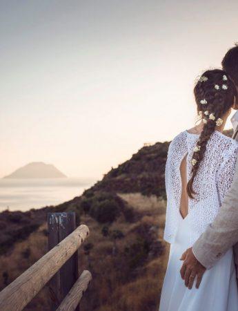 Foto di una coppia di sposi al tramonto