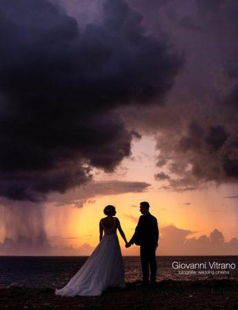 Sposi fotografati al tramonto