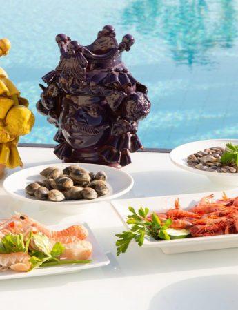 In questa foto un elegante allestimento al bordo della piscina dello Four Points By Sheraton Hotel