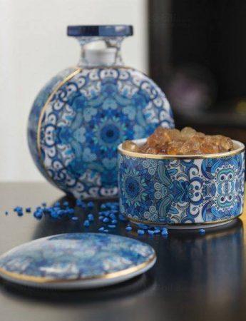 In questa foto un oggetto decorativo dai toni del blu che potrete trovare da Di Cristofalo