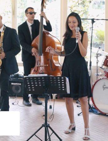 I GhegheJazz Musica Matrimoni ed Eventi mentre suonano un pezzo cover di Prince