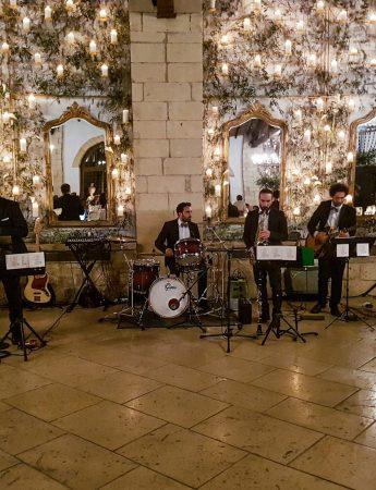I Soul Medicine si esibiscono in un matrimonio in un palazzo storico