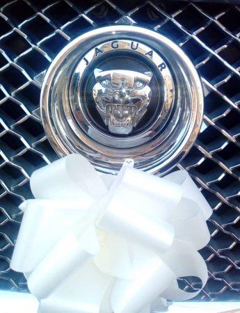 In questa foto una delle auto da cerimonia che è possibile noleggiare da Bluexpress