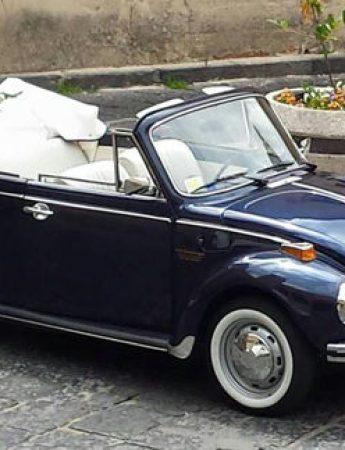In questa foto il Maggiolone che è possibile noleggiare da Maurices Cars