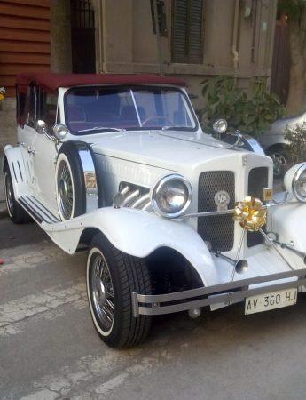 In questa foto un esempio di auto d'epoca che è possibile noleggiare da Maurices Cars