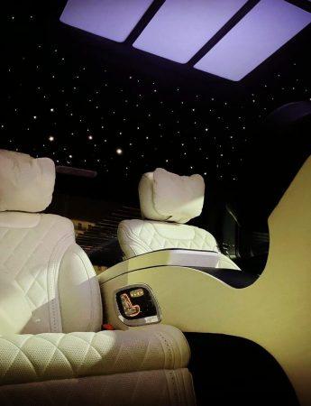 In questa foto gli interni di una lussuosa limousine