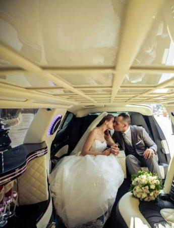 Nella foto una delle limousine disponibile da Palermo Transfer Limousine