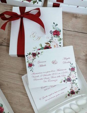 Nella foto, la partecipazione di matrimonio dal tocco floreale di Fiocchi di gioia