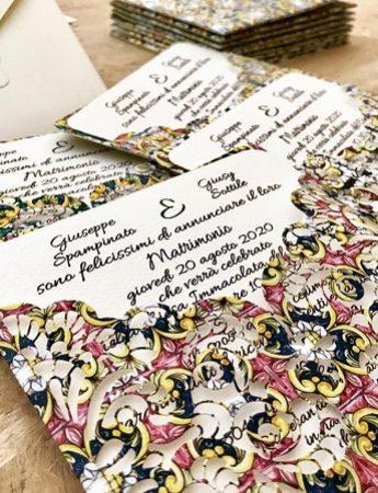 Nella foto, la partecipazione di matrimonio in stile siciliano di Tessere Creative