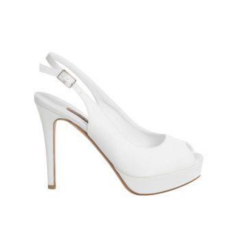 In questa foto una scarpa da sposa con plateau Albano